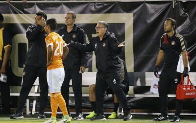 Gerardo Martino al ser expulsado contra Houston Dynamo