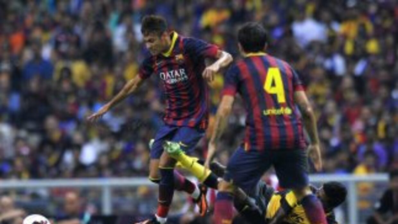 Neymar anotó un gol ante el equipo malayo.