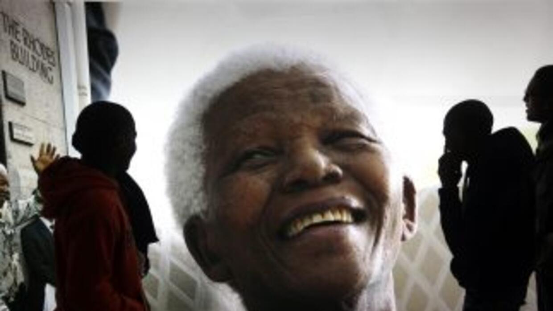 Mandela sigue en condición crítica