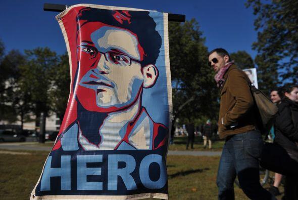 El propio Snowden, quien se encuentra como asilado político en Rusia des...