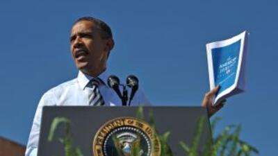 Barack Obama defiende hoy miércoles su postura ante los electores hispa...