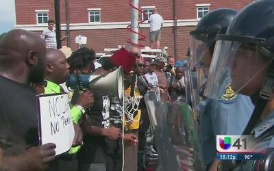 Cuestionan el papel de las autoridades tras violencia en Ferguson