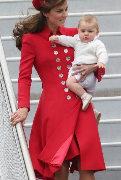 A sus ocho meses, ya comenzó con los compromisos de la monarquía. Mira a...