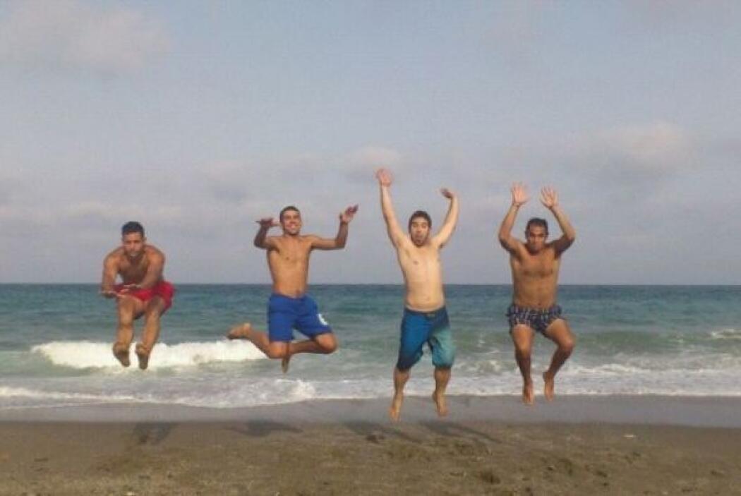 ¡Salta!  Virgilio Moreno reúne a sus amigos para invitarnos a saltar con...