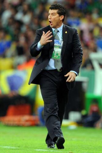 Con el boleto a cuartos de final en la mano, el ex técnico de Chivas hab...