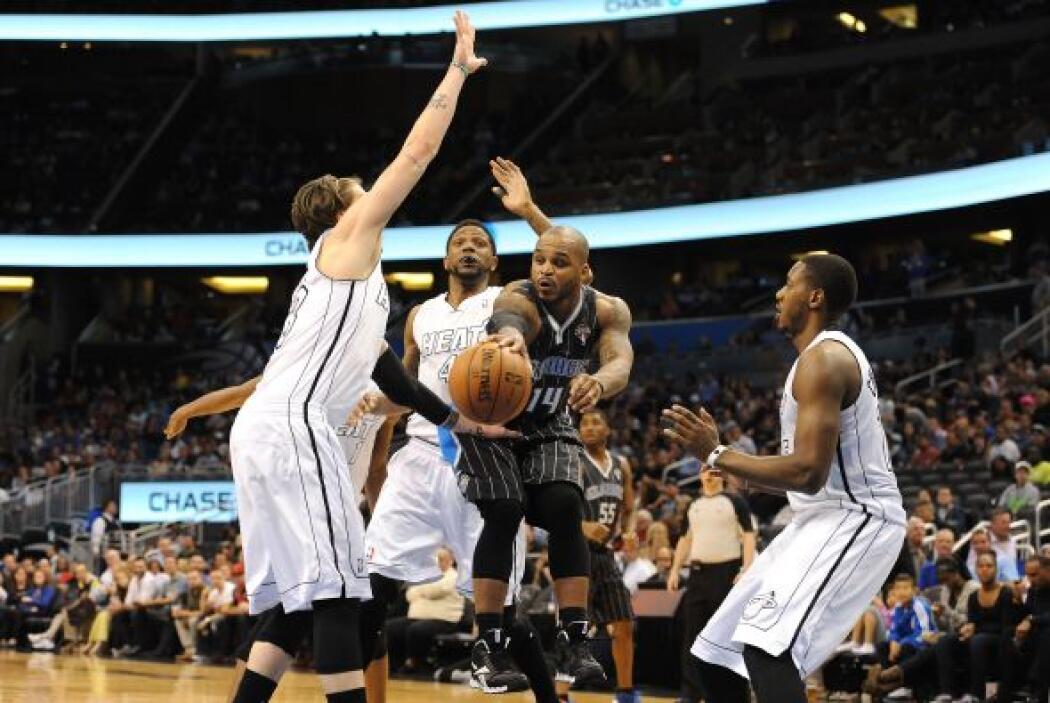 Los Heat de Miami  dieron otra exhibición de juego de equipo liderados p...