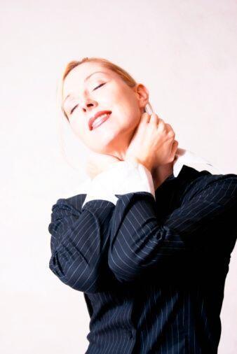 ¡Relaja tu cuello! Para evitar el dolor de cabeza o cuello, te recomenda...
