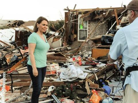 El equipo de Univision se traslado hasta la zona afectada por el tornado...