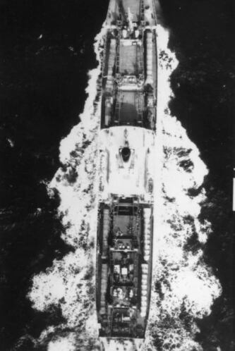 Buque de carga soviético, Fizik Kurtachov, con 6 transportadores de cohe...