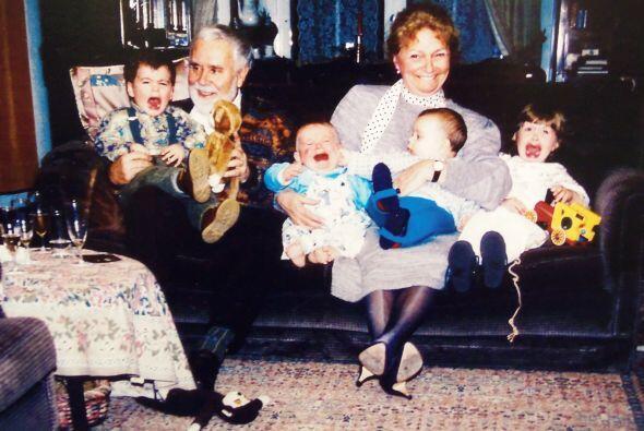 Y que tal estos nietos, que parecen un poco inconformes con la idea de t...