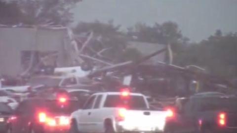 Destrozos por el paso de varios tornados en Texas, cerca de Dallas