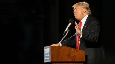 Donald Trump niega saber sobre el KKK