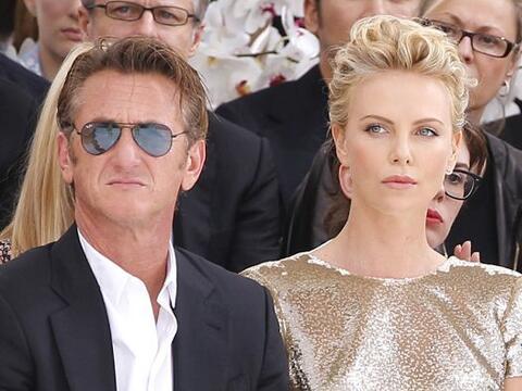 Charlize Theron y Sean Penn estuvieron en el Fashion Week de Parí...