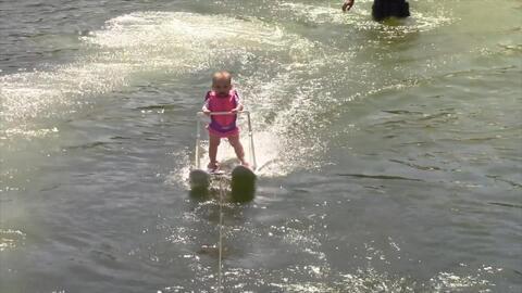 Conozcan a la esquiadora de agua más joven del mundo