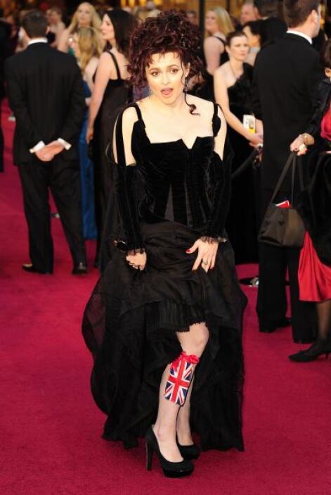 Helena Bonham Carter de seguro ama coleccionar los vestuarios que usa en...