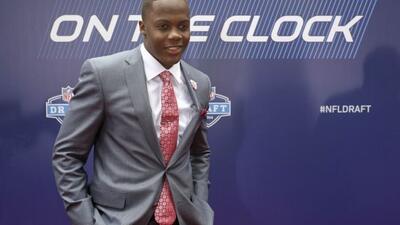 Minnesota cambió selección con Seattle para obtener al quarterback (AP-N...