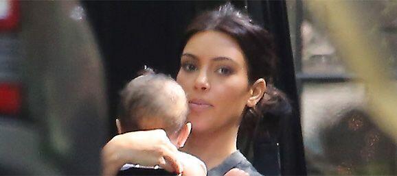 Kim, poco a poco ha acostumbrado a su bebita a vivir bajo la lente de la...