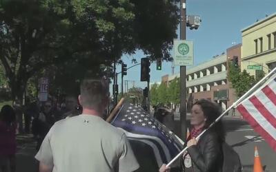 Protestas en Modesto por la visita de la conservadora Ann Coulter