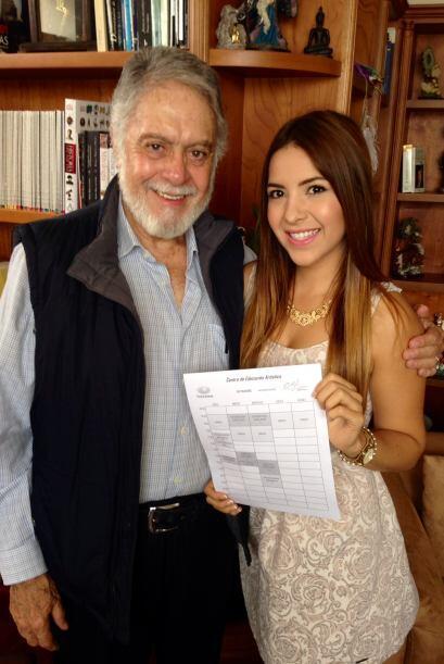 Agradecida con el señor Eugenio Cobo y Univision.