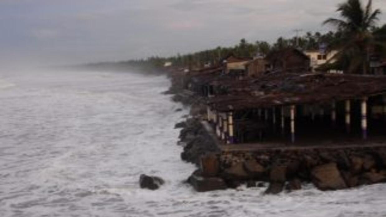 Huracán Marie se debilita a categoría 2.