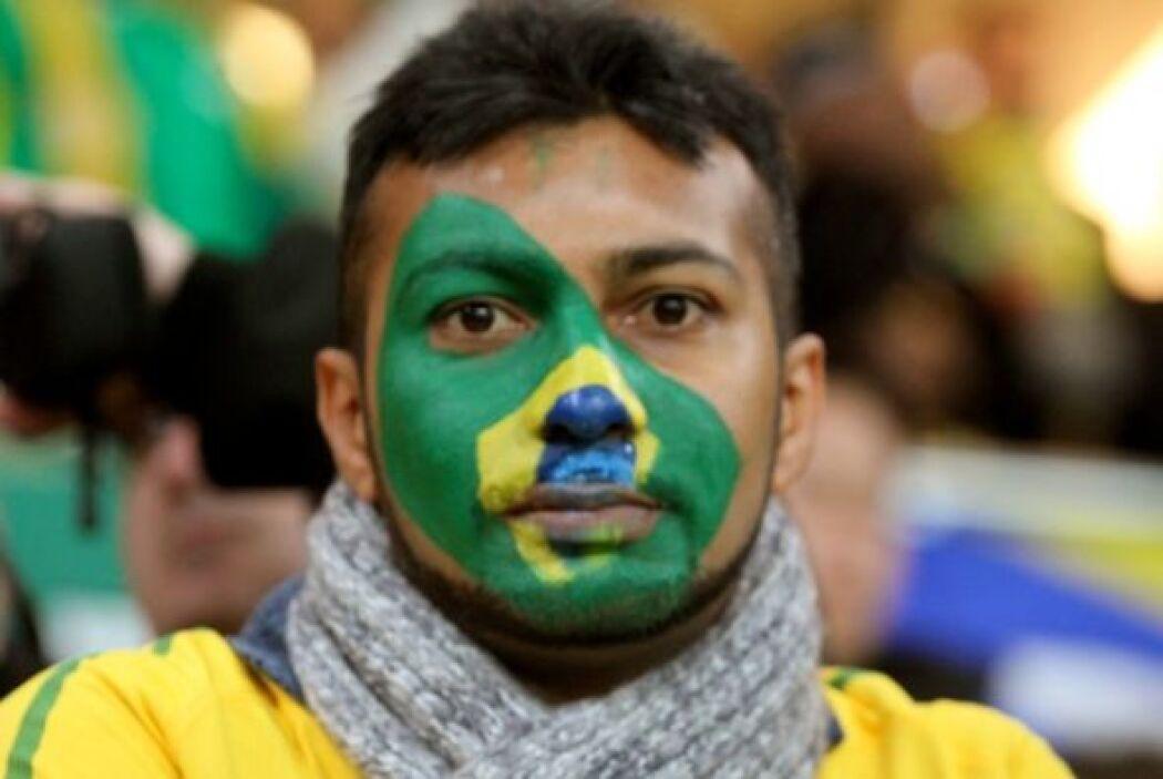 Este aficionado brasileño parece que no se enteró de la victoria de 3-1...