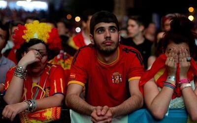 Desilusión en España por la derrota de su equipo