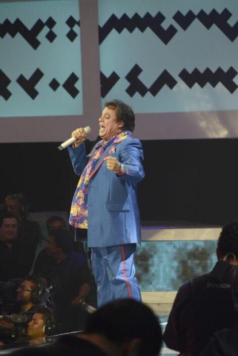 Juan Gabriel ofreció un apasionado espectáculo y todos los presentes can...