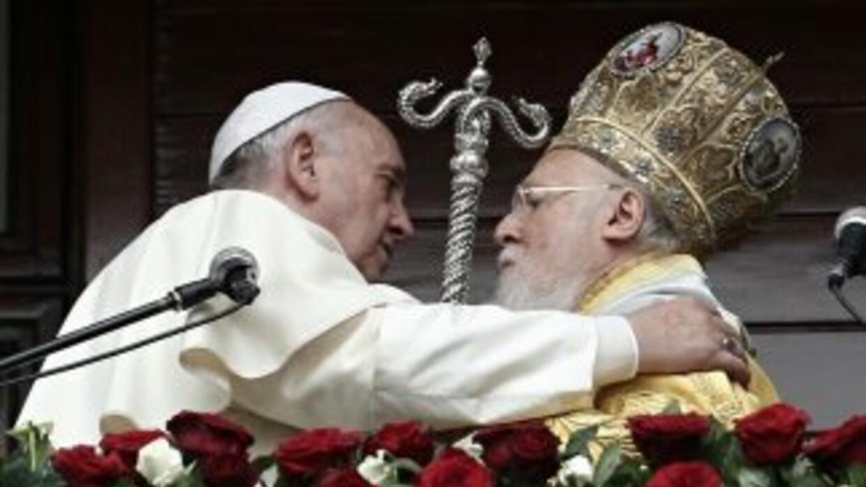 El papa Francisco junto al patriarca ortodoxo Bartolomé I.