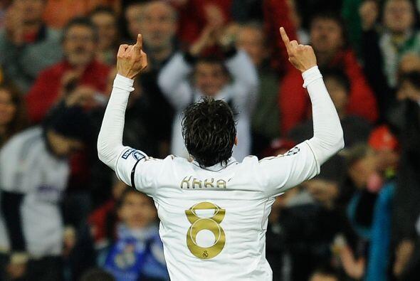 10 minutos después, al 36', el brasileño Kaká se unió a la fiesta golead...