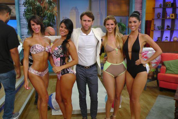 Y ya que andaba por ahí, Carlos de la Mota se tomó foto con estas chicas...