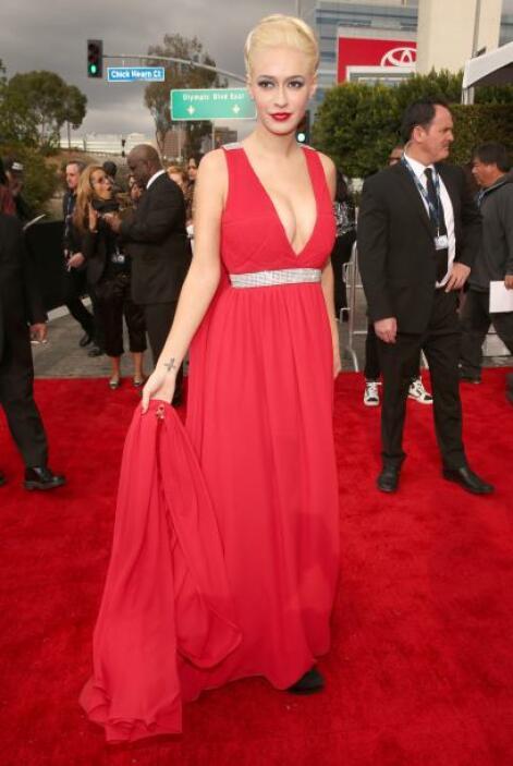 No se podía esperar menos de una alfombra roja de los Grammy en donde la...