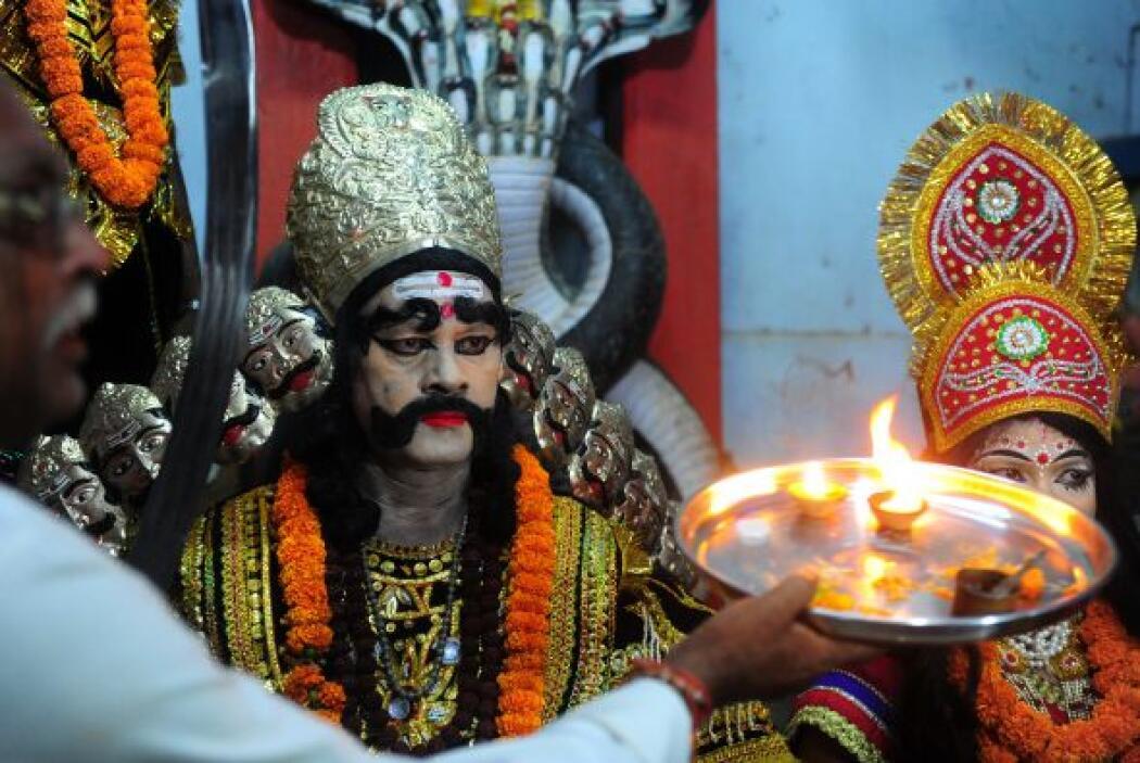Miles de fieles están listos en la India para celebrar el Vijayadashmi o...