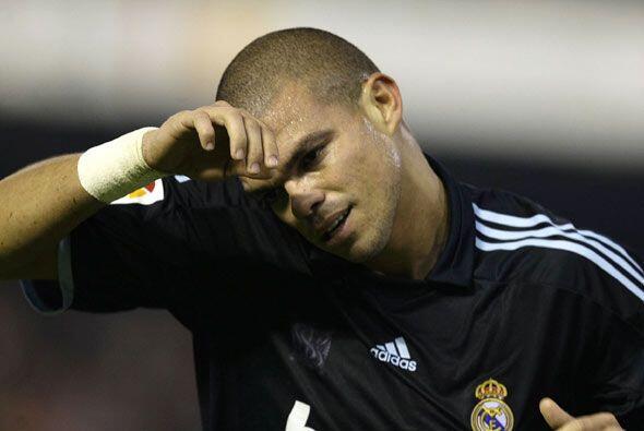 Mal día para el portugués Pepe. recibió varios golp...