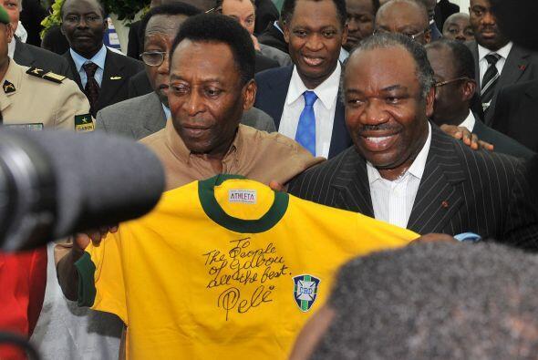 En el encuentro hubo tiempo para firmar camisetas.