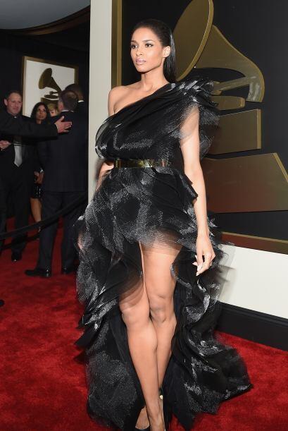 Por otro poco y Ciara nos enseña si traía o no ropa interior, y luego co...