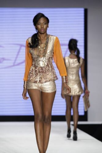 Los sexys escotes estuvieron a cargo del diseñador, Fabrizio de Castro....