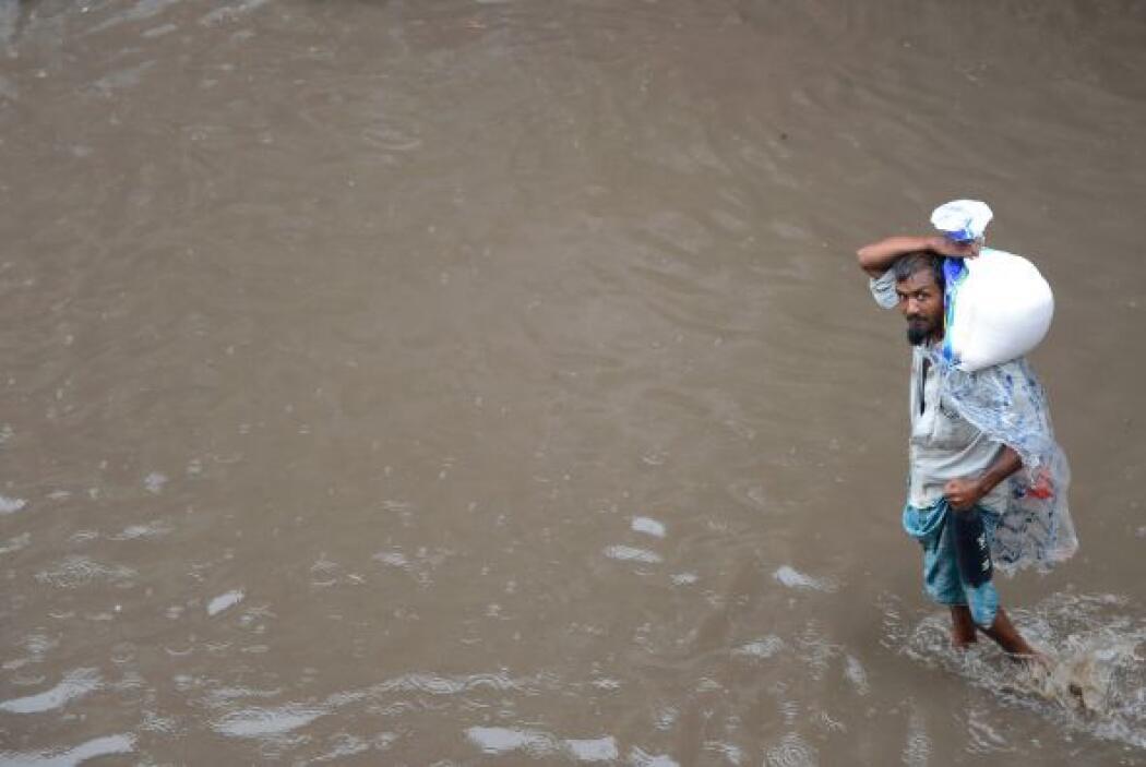 1.El monzón que se adelantó este año en la India ha dejado, al menos, 3...