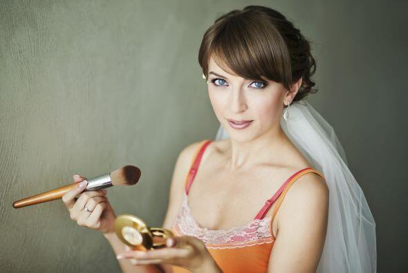 Si decides hacerlo tu misma, ensaya tu maquillaje uno o dos días...