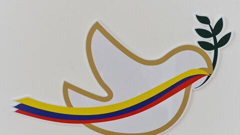 Un símbolo de la paz decora la sala de prensa del Centro de Conve...