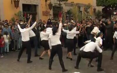 Cientos de personas bailan, cantan y vuelan gracias a 'La Piloto' en Pla...