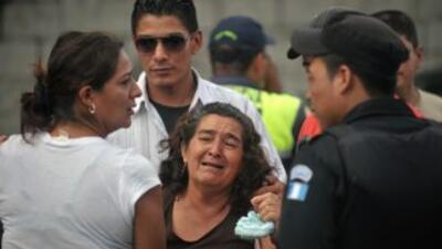 Autoridades judiciales de Guatemala exhumaron el viernes los restos de t...