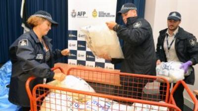 La policía de Australia detuvo a cinco personas con un cargamento naval...
