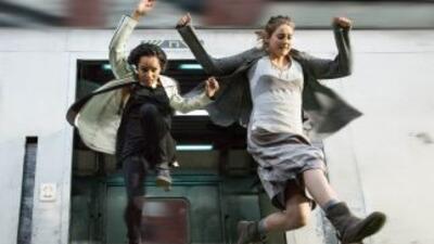 La historia de Divergent gira entorno a Beatrice Prior una joven de 16 a...