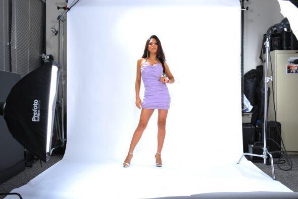 Alejandra obtuvo un contrato con Univision para participar en un sin n&u...