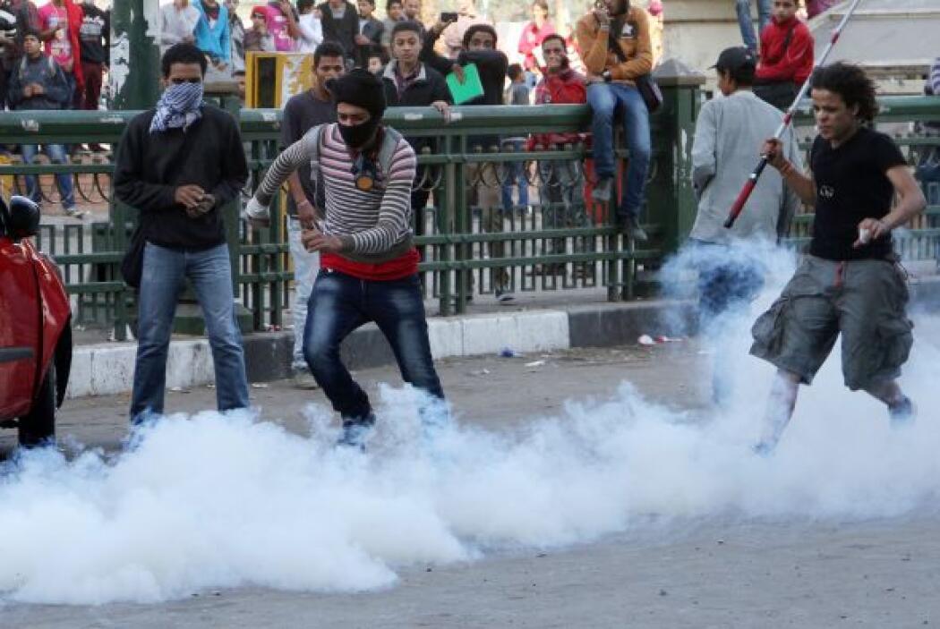 En una de las protestas, los manifestantes se concentraron ante la Unive...