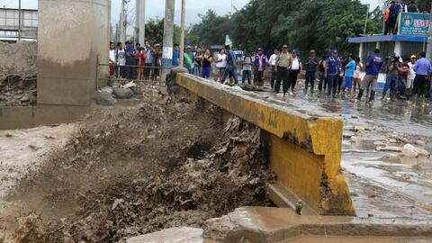 Emergencia nacional en Perú por inundaciones y derrumbes que dejan decen...