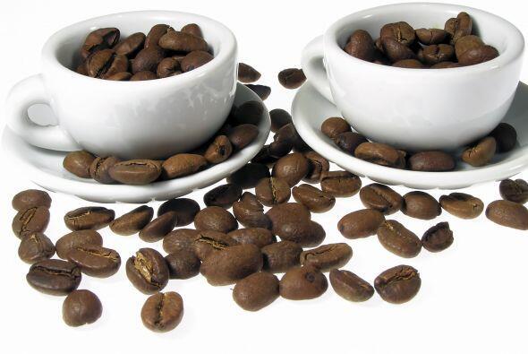 Cafeína en grandes cantidades. Café por la mañana, después de las comida...