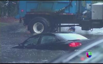 Torrenciales aguaceros generan caos en EEUU