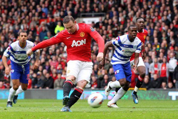 Pero la decisión no cambió y Wayne Rooney cobró el disparo.