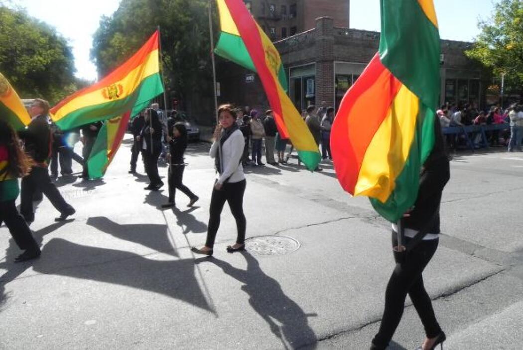 Primer desfile Boliviano de Nueva York b291cc5883d847408fa126b7776f396c.jpg